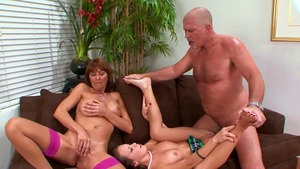Hard threesome with Desi Foxx amongst Haley Sweet