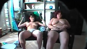 Young MILF fingering in HD
