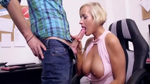 Sex in the company of young deutsch MILF