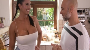 Large boobs Chloe Amour finds irresistible plowing hard