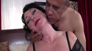 Stepmom Alexis Couture rides a hard dick