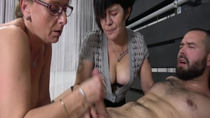 Young MILF fetish threesome