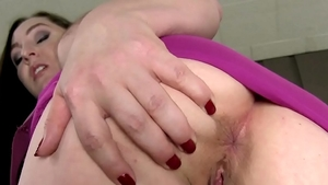Super sexy MILF has a passion for hard nailining