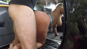 Big ass blonde babe really enjoys raw sex in taxi