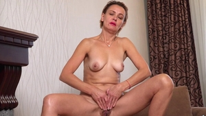 Hairy pussy mature wearing high heels fingering in HD