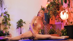 Erotic mature Serene Siren feels up to raw sex