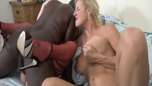 Curvy Molly Maracas GILF interracial bang sex scene