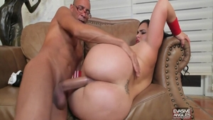 Chubby latina babe finds pleasure in nailing