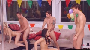 Teen chick Taylor Russo threesome