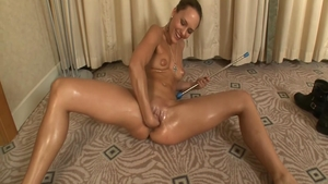 Tanned supermodel gets a buzz out of nailed rough in HD