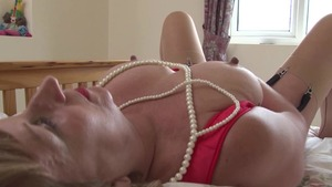 Kinky mature hard sex in the bed