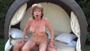 Young blonde Akasha Cullen got her pussy pounded outdoors HD