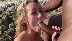 Big butt blonde babe goes for hard nailining