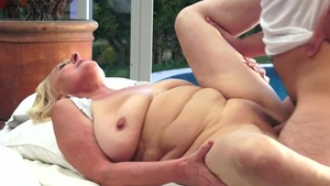 Young MILF pussy fucking