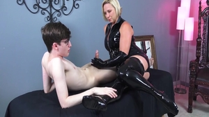 Horny slut goes in for masturbating