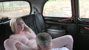 Sucking cock in the taxi