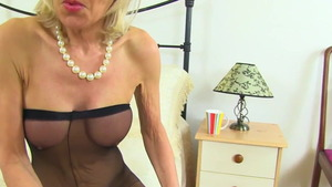 Raw fucking in the company of british cougar Sapphire Louise