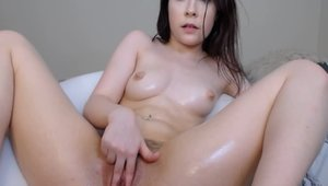 Bubble butt babe pussy fuck live on webcam